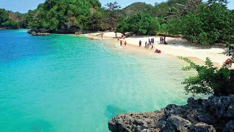 Pesona Warna-Warni di Pantai 3 Warna Malang